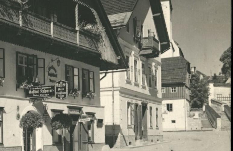 Das Pretterebner-Haus in Mitterndorf, an den Treppen.