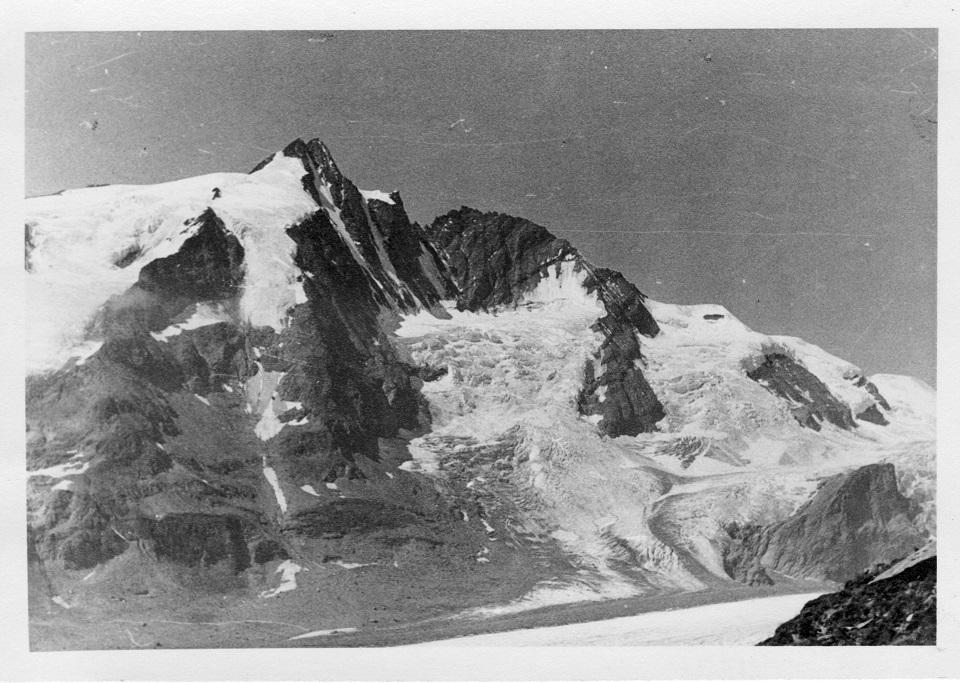 Der Großglockner, die Pasterze (der nicht mehr existente Gletscher darunter).