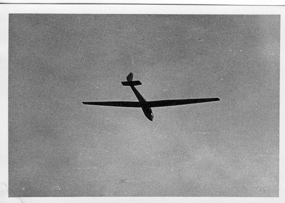Ein Segelflugzeug über der Schmittenhöhe in Zell am See. Ein Segelflugzeug! Ohne Motor!