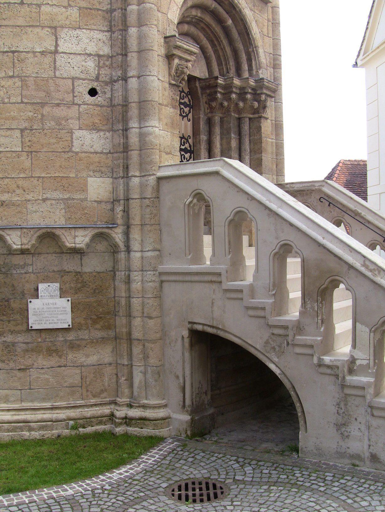 Detail-Aufgang zum Karner