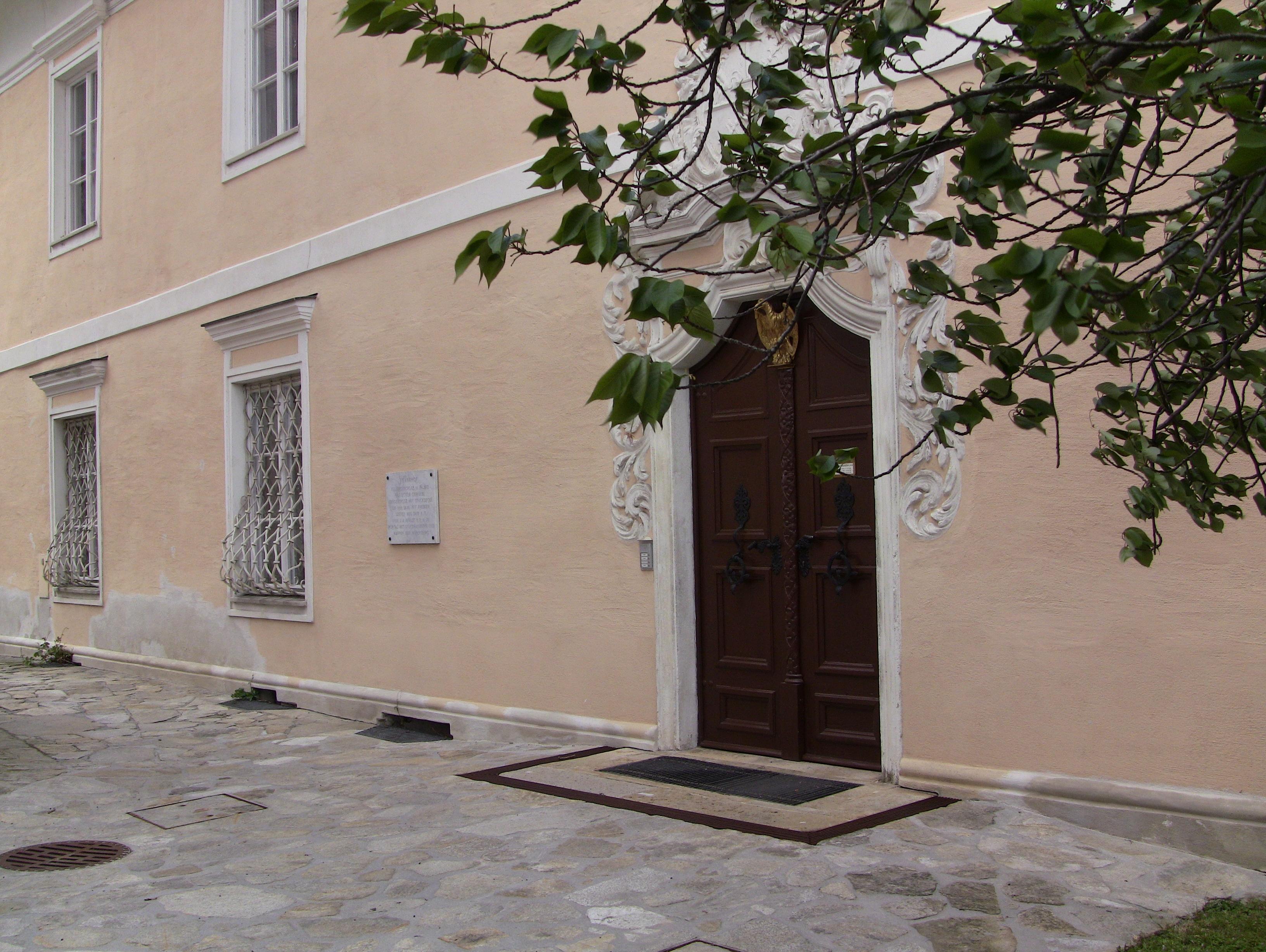Eingang zum Pfarrhof