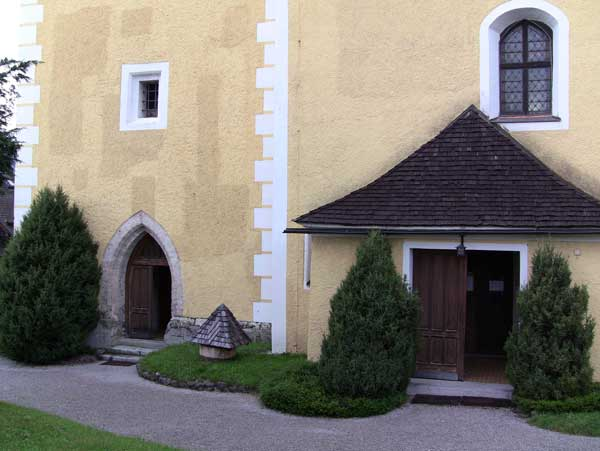 Links im Bild der Zugang zur Glockenstube.
