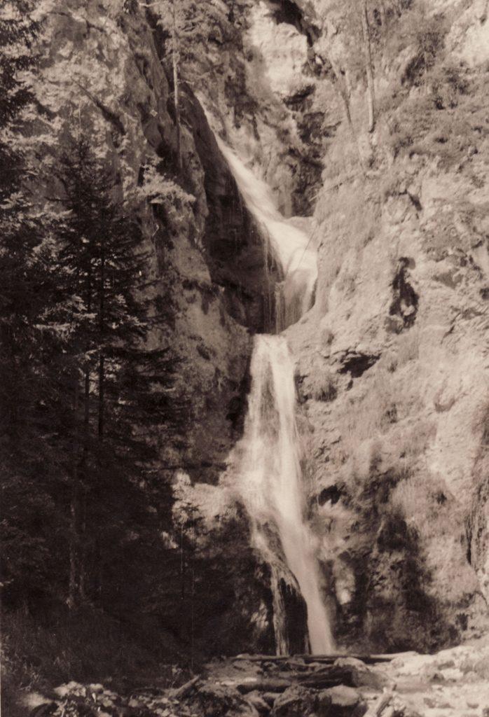 Der Wasserfall des Gradenbaches. Weissenbach bei Haus im Ennstal