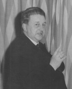 """Ernst Therwal, der Leiter der Abteilung """"Darstellende Kunst"""" der damaligen """"Akademie für Musik und darstellende Kunst"""" in Graz."""