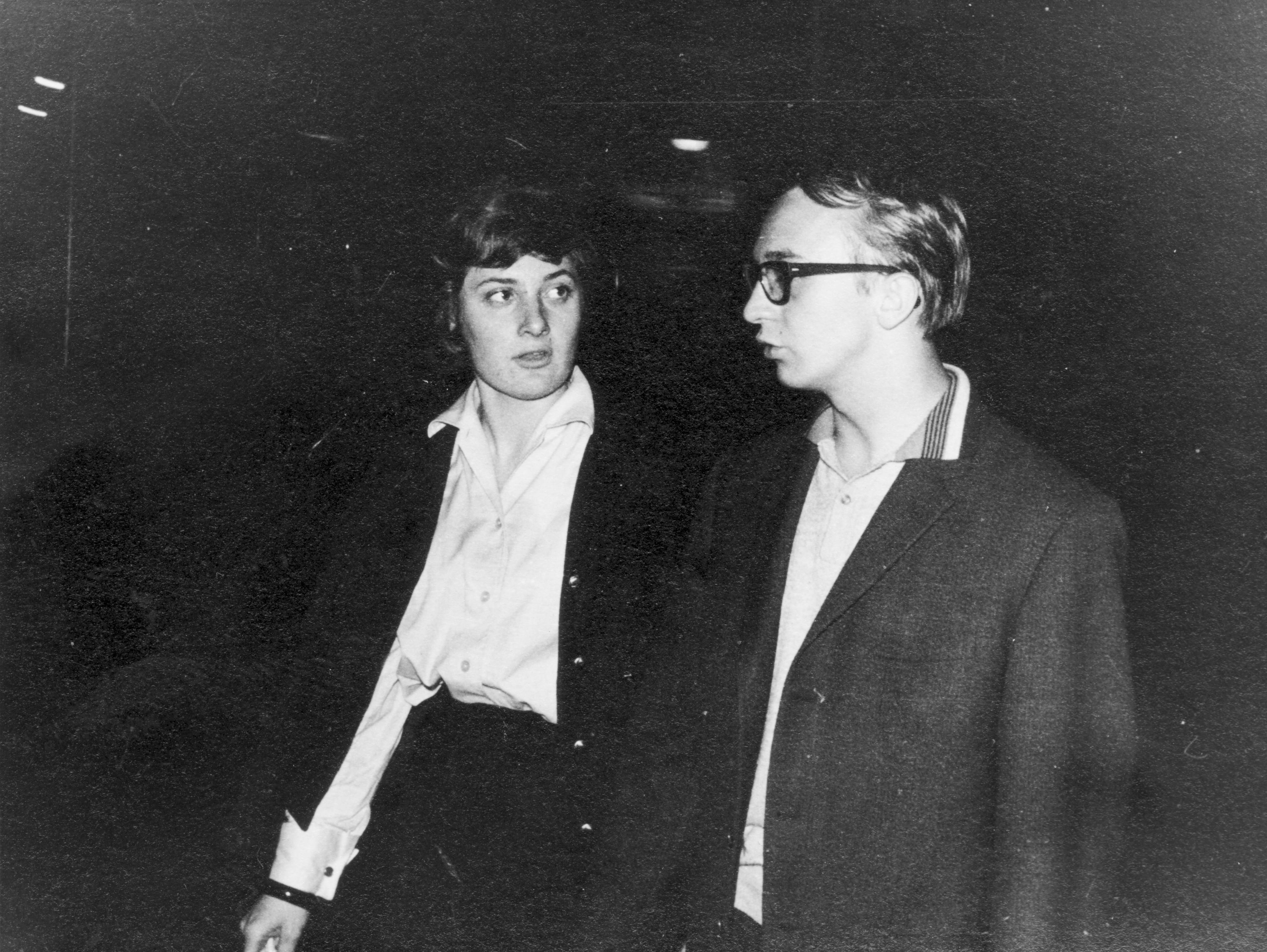 Barbara Schemeth und Erich (später dann: Erik) Göller 1964 auf dem Weg ins Nirgendwo, welches Immer und Überall und Ewig ist. Schade, dass die Zeit unseres Zusammenseins nur so kurz sein durfte.