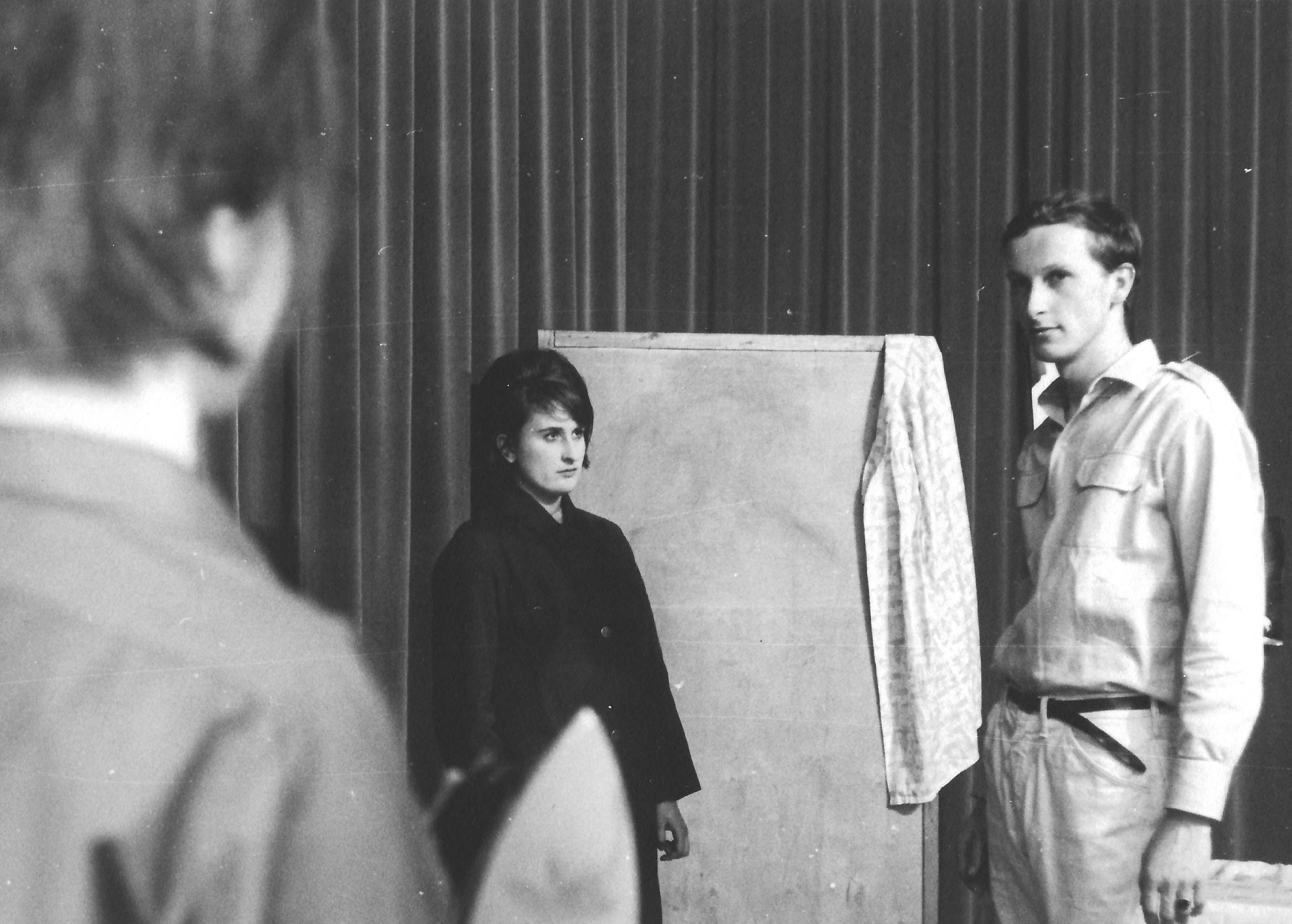"""""""Blick zurück im Zorn"""". Eva Schäffer als Helena (links), Elisabeth Wondrak in der Rolle der Allison (Mitte) und Dieter Dorner als Jimmy (rechts)"""