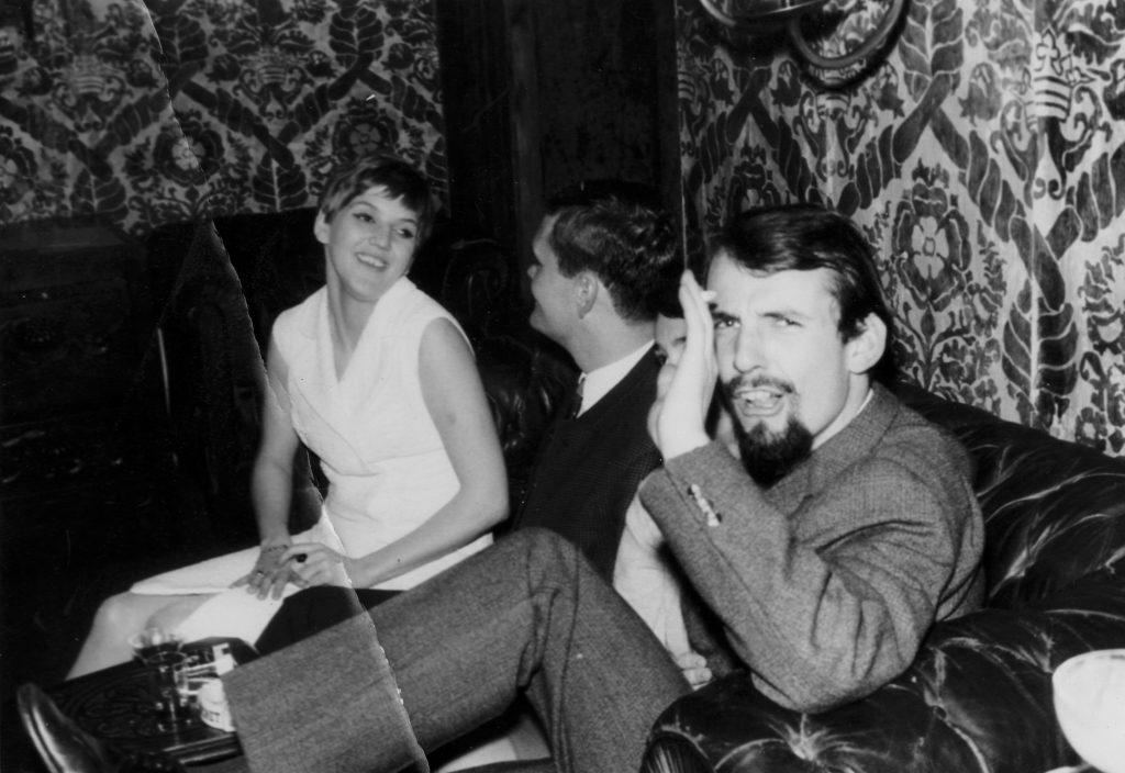 Links: Gaby, die spätere Erbin meines Floretts. Ganz rechts: Meinrad Nell. Betrieb im Club Symposion!