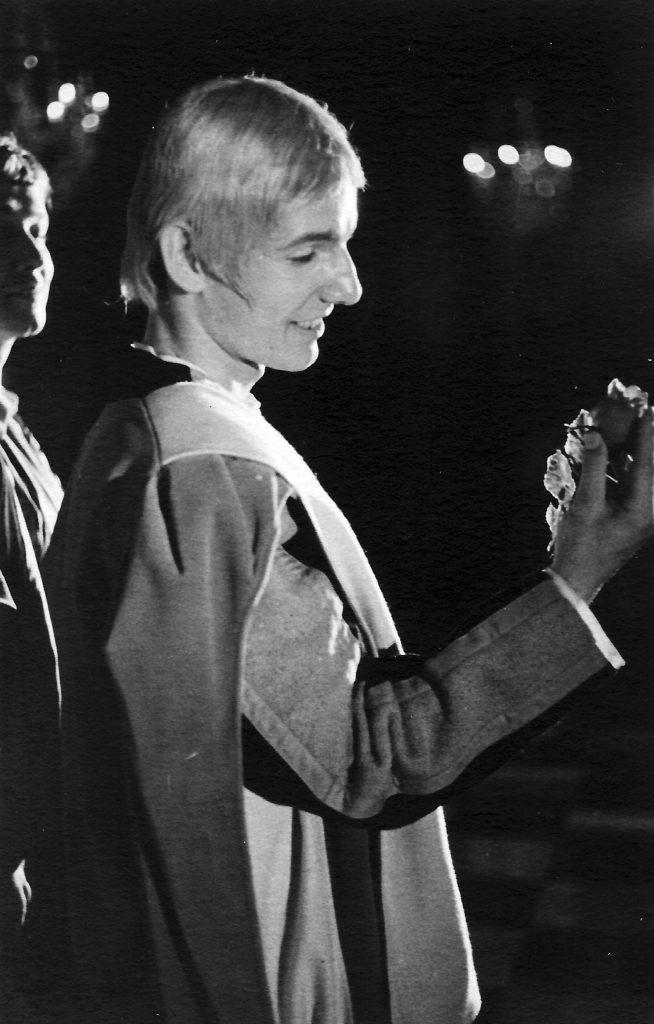 """Meinrad Nell im """"Diener zweier Herren"""" von Carlo Goldoni. Unter der Regie von Claus Homschak spielten wir als """"Junges Theater"""" im Planetensaal des Schlosses Eggenberg in Graz."""
