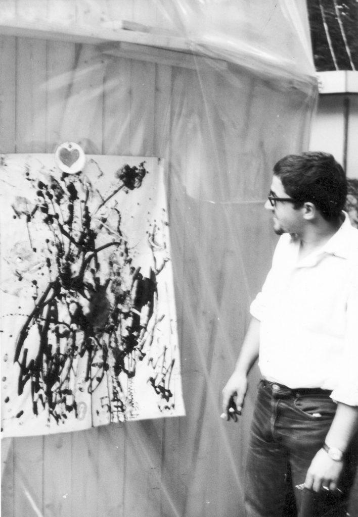 """Werner Achtschin vor unserem """"Kunstwerk"""" anläßlich der Ausstellung """"trigon"""" in Graz."""