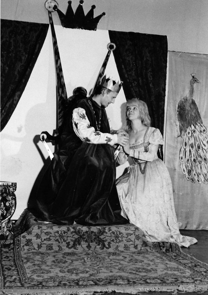 """Das """"Junge Theater Graz"""": Meinrad Nell als König und Eva Schäffer als seine Tochter """"Prinzessin Wunderhold""""."""