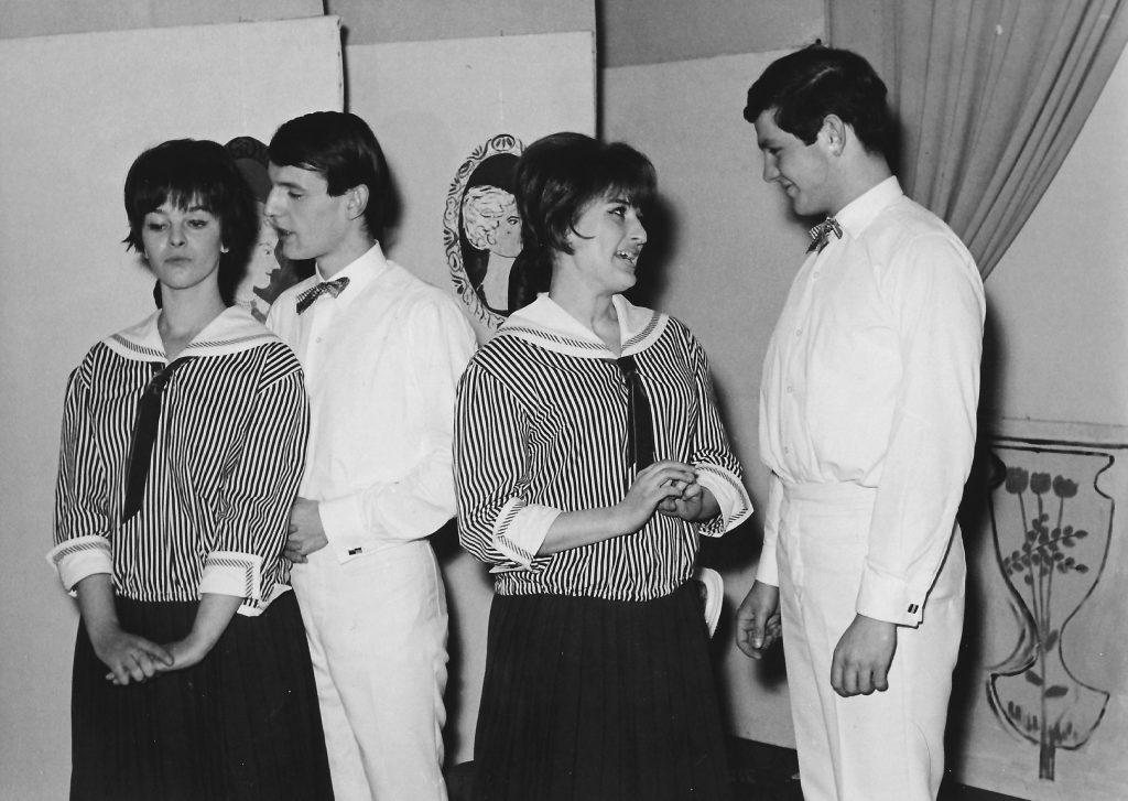 """Junges Theater Graz. """"Charleys Tante"""" von Brandon Thomas. Von links: Eva Schäffer, Meinrad Nell, Elisabeth Wondrak, Gerhard Printschitz."""