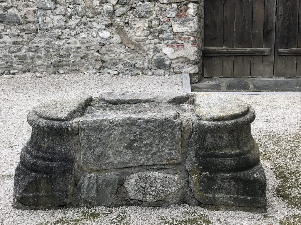 Aus einer immer weiter verfallenden Ruine wurde ein Hotel mit seinem gegenwärtigen Angebot. Zur Geschichte des Pustertales und dieses Teils Süd-Tirols gehört diese Burg unweigerlich dazu.